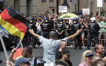 Στο «κόκκινο» η ένταση σήμερα στο Βερολίνο ανάμεσα σε ακροδεξιούς και αντιφασίστες