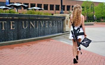 Το παράξενο «αξεσουάρ» που επέλεξε για την ημέρα της αποφοίτησής της