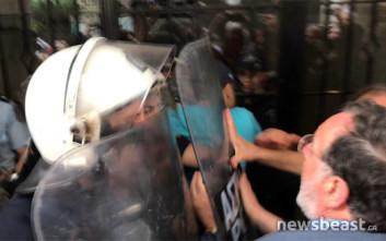 Μικρή ένταση έξω από συμβολαιογραφείο στην Αθήνα