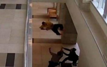 Προσπάθησε να δραπετεύσει και βούτηξε από τον πρώτο όροφο με χειροπέδες