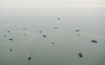 Ships wait  to dock at the Port of Luanda off the coast of Angola, as viewed from an aeroplane, on Sunday May 4, 2014.  US Secretary of State  John Kerry is on his first major tour of Africa, which is focusing on some of the continent's most brutal conflicts. (AP Photo / Saul Loeb, Pool)