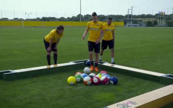 Οι παίκτες της AEK διδάσκουν μπιλιάρδο με… μπάλες ποδοσφαίρου