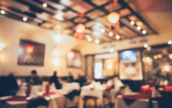 Το πικάντικο σχόλιο του συζύγου της στη σερβιτόρα έκανε μια μητέρα να κοκκινίσει
