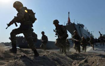 Εντάλματα σύλληψης σε βάρος 100 στρατιωτικών στην Τουρκία