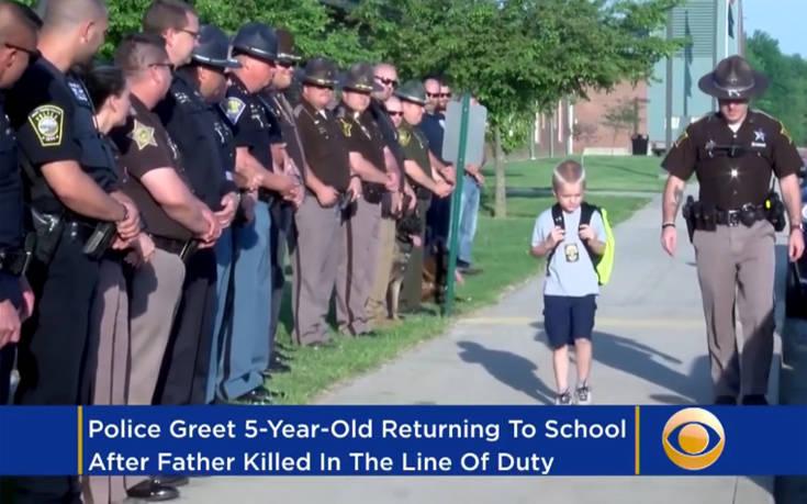 Πιτσιρικάς πήγε μια ημέρα στο σχολείο με συνοδεία… 70 αστυνομικών