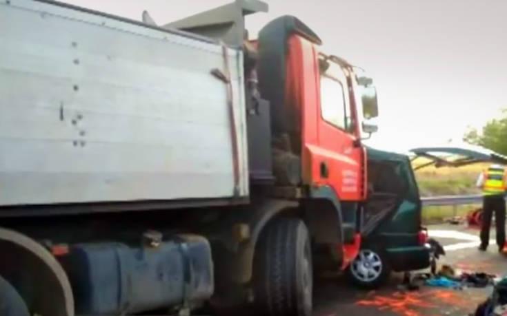 Οδηγός minibus μετέδιδε live στο Facebook τη στιγμή της σύγκρουσης με φορτηγό