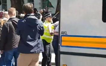 Συγκρούσεις σώμα με σώμα ανάμεσα σε Τούρκους και Κούρδους στο Λονδίνο