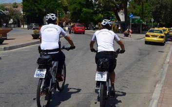 Αστυνομικοί πάνω σε ποδήλατα σε Χίο και Μυτιλήνη