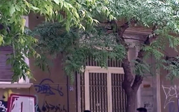 Νεκρή στο κρεβάτι της με τραύματα στο κεφάλι εντοπίστηκε γυναίκα στο κέντρο της Αθήνας