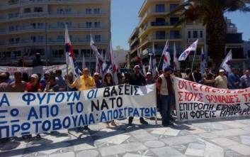 Εκατοντάδες άνθρωποι διαδήλωσαν για να κλείσει η βάση της Σούδας