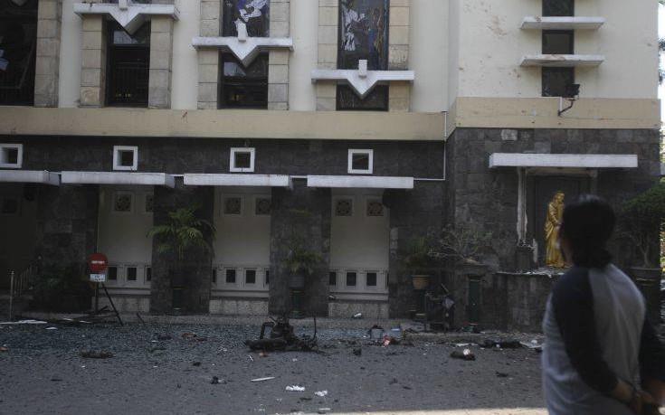 Αυξάνεται ο απολογισμός των νεκρών από τις επιθέσεις στην Ινδονησία
