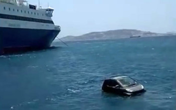 Αυτοκίνητο βούτηξε στο λιμάνι της Μυκόνου
