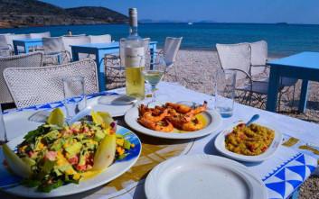 Πού τρώμε Κυριακή μεσημέρι με θέα θάλασσα στην Αττική