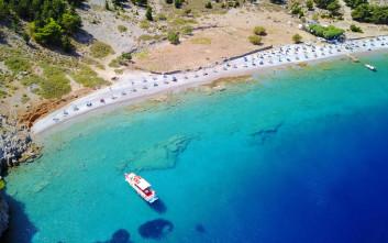 Η υπέροχη βοτσαλωτή παραλία της Σύμης