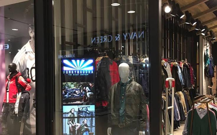 LG digital signage στα καταστήματα ρούχων της Funky Buddha