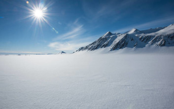 Βρέθηκαν φαράγγια κάτω από τους πάγους της Ανταρκτικής