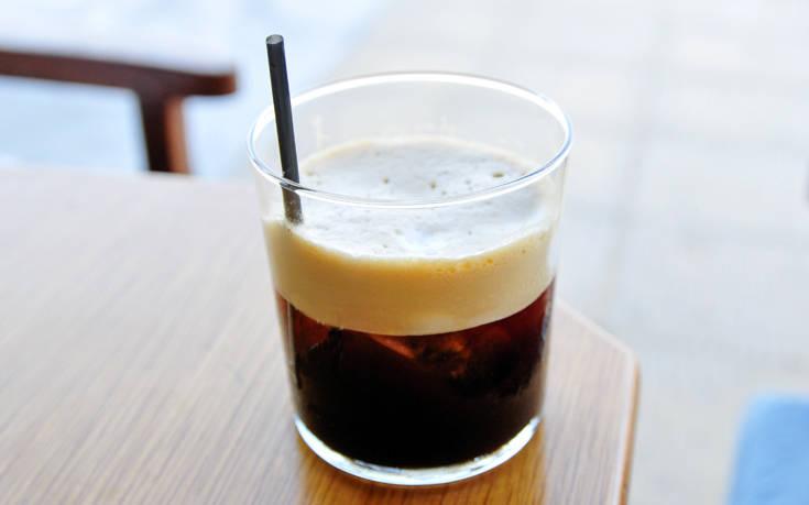 Αν αντικαταστήσω τον καφέ με το τσάι, θα σταματήσω να έχω τόσα νεύρα;