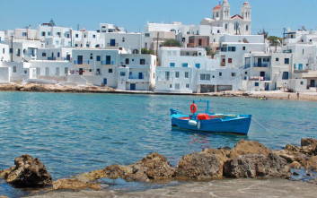 «Οι ξένοι κάνουν το όνειρό τους πραγματικότητα και αγοράζουν βίλες σε ελληνικά νησιά»