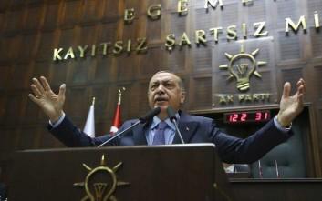 Bloomberg: Οι επενδυτές χάνουν την εμπιστοσύνη τους στην τουρκική οικονομία