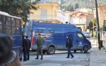 Την άμεση σύλληψη του δράστη ζήτησαν Ρομά που συγκεντρώθηκαν σε πλατεία της Άμφισσας