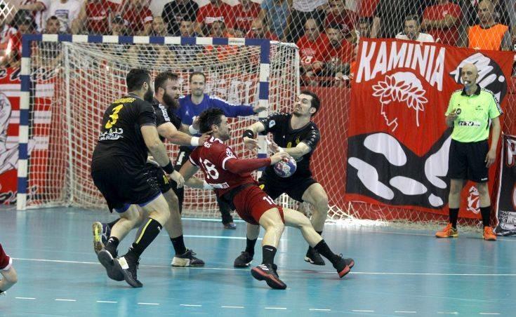 Ξύλο στον τελικό χάντμπολ ανάμεσα σε παίκτες Ολυμπιακού και ΑΕΚ