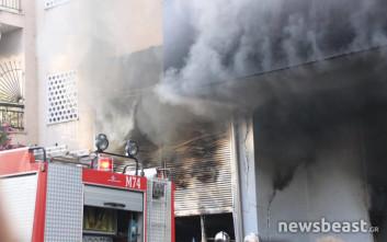 Μεγάλη φωτιά σε αποθήκη ηλεκτρικών ειδών στο Περιστέρι