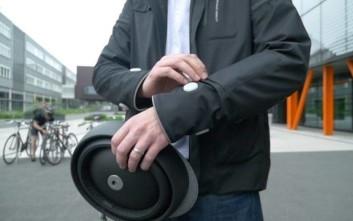Το «έξυπνο» ρούχο που κατευθύνει ποδηλάτες και ενημερώνει και τους οδηγούς