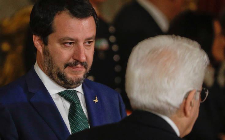 Αγρίεψε ο Σαλβίνι και απειλεί την Ευρωπαϊκή Ένωση για το μεταναστευτικό