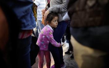 Με… ρυθμούς χελώνας οι επανενώσεις των παιδιών με τους μετανάστες γονείς τους