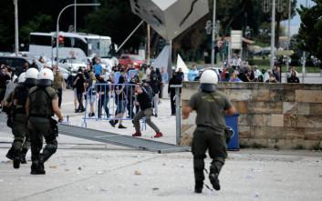 Πέτρες και χημικά για την εκδήλωση του ΣΥΡΙΖΑ για το Σκοπιανό