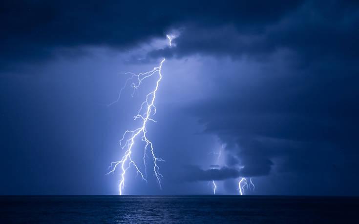 Έκτακτο δελτίο επιδείνωσης του καιρού από την ΕΜΥ για καταιγίδες και ισχυρούς ανέμους