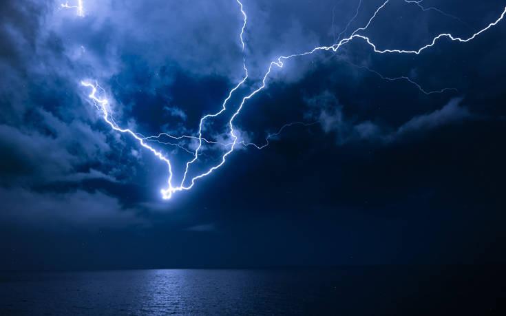 Εικόνες από την καταιγίδα που ξέσπασε στο Αιγαίο