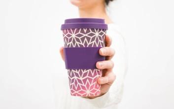 Τόσα πλαστικά ποτήρια το χρόνο καταναλώνουν οι Έλληνες μόνο για τον καφέ τους