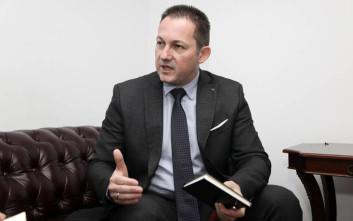 Πέτσας: Ας ρωτήσει τον αρχηγό του ο κ. Χαρίτσης ποιος συνεχίζει αμέριμνος τις διακοπές του
