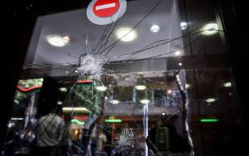 Δύο συλλήψεις για την επίθεση με βαριοπούλες στην Ελληνοαμερικανική Ένωση