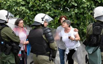 Λαφαζάνης: Να φύγουν τώρα τα ΜΑΤ από τη Λευκίμμη και την Κέρκυρα