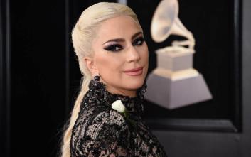 Αγνώριστη η Lady Gaga στο πρώτο τρέιλερ της ταινίας της με τον Μπράντλεϊ Κούπερ