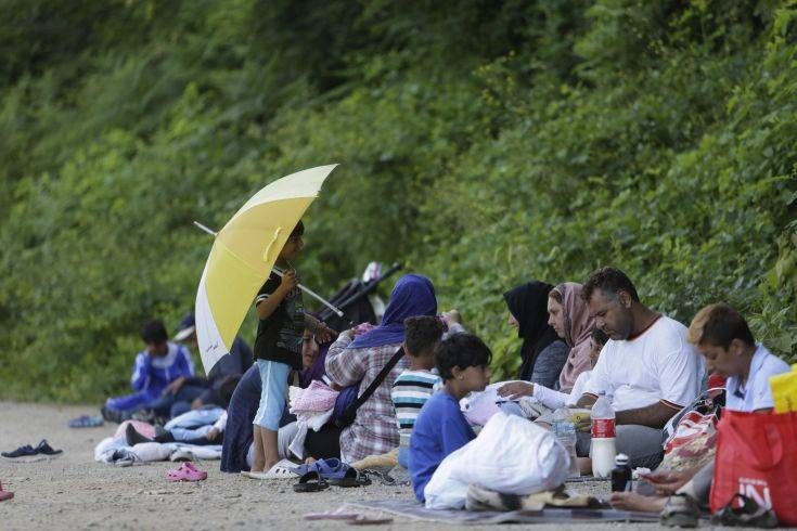 Bosnia Feeding Migrants