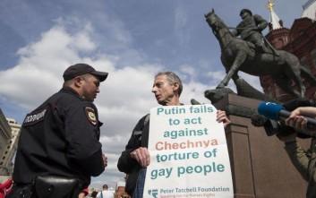Χειροπέδες από τη ρωσική αστυνομία σε γνωστό ακτιβιστή της βρετανικής κοινότητας ΛΟΑΔ