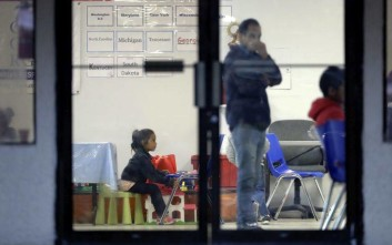 Μόνο 57 από τα 103 παιδιά μεταναστών κάτω των 5 ετών επανενώθηκαν με τις οικογένειές τους