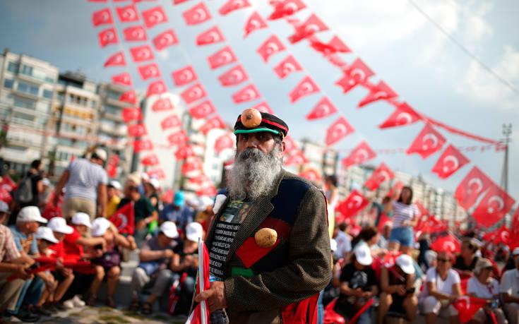 Έλλειψη εμπιστοσύνης και φόβοι νοθείας ενόψει εκλογών στην Τουρκία