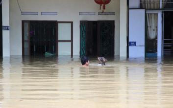 Τουλάχιστον δεκαπέντε νεκροί από τις πλημμύρες στο Βιετνάμ