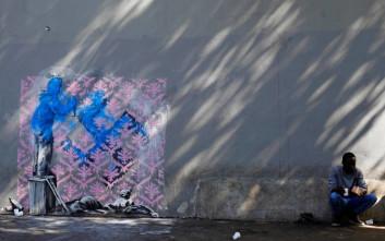 Ο Banksy «χτυπά» στο Παρίσι με έμπνευση από τους πρόσφυγες