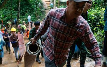 Διακόπηκαν οι έρευνες για τα εγκλωβισμένα παιδιά σε σπήλαιο στην Ταϊλάνδη