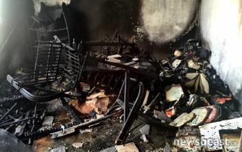 Ζημιές σε δωμάτιο κατοικίας από τη φωτιά στο Περιστέρι