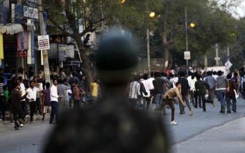 Διαμαρτυρία χιλιάδων ανθρώπων στην Ινδία για τον βιασμό μιας 7χρονης