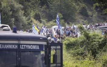 Ένταση ανάμεσα σε αστυνομικές δυνάμεις και διαδηλωτές στις Πρέσπες