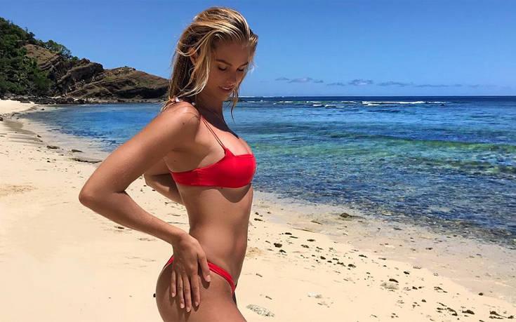 Η Natalie Roser ποζάρει με τα πιο σέξι μπικίνι