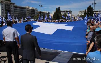 Η σημαία στο συλλαλητήριο στο Σύνταγμα για το Σκοπιανό