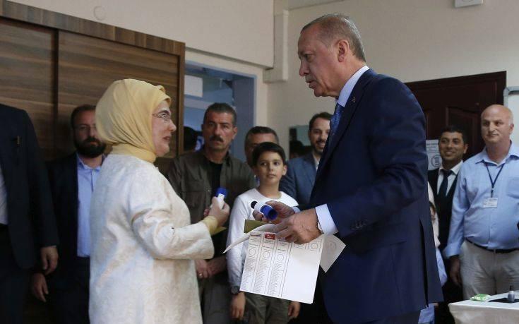 «Δημοκρατική ωριμότητα» βλέπει στη μεγάλη συμμετοχή στις εκλογές ο Ερντογάν